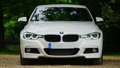 Mobil Sedan BMW