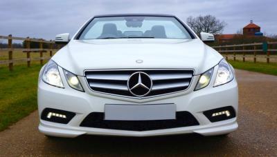 Mobil Putih Mercedes