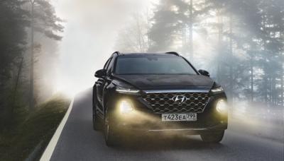 Mobil SUV Hyundai Hitam