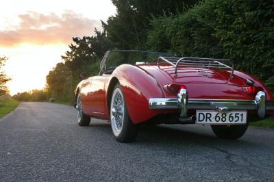 Mobil Klasik Merah