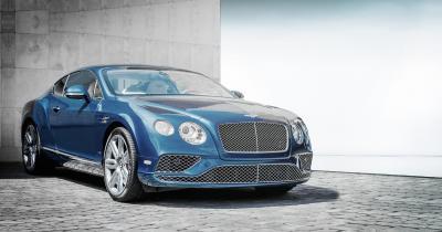Mobil Sedan Biru Tua