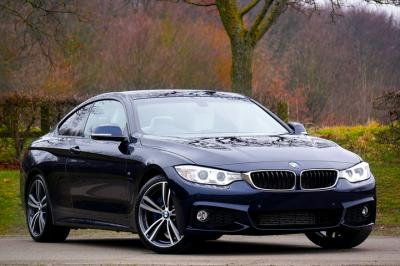 Mobil Sedan BMW Hitam