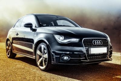 Mobil Sedan Audi Hitam
