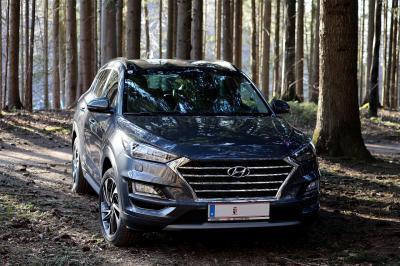 Mobil SUV Hyundai Hitam Doff