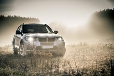 Mobil SUV BMW Abu - Abu