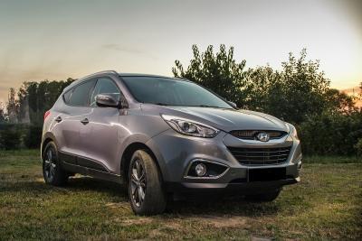 Mobil SUV Hyundai Hitam Perak